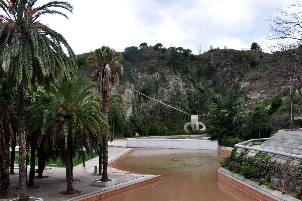 Parc de la creueta del coll con elogio del agua de for Piscina creueta del coll
