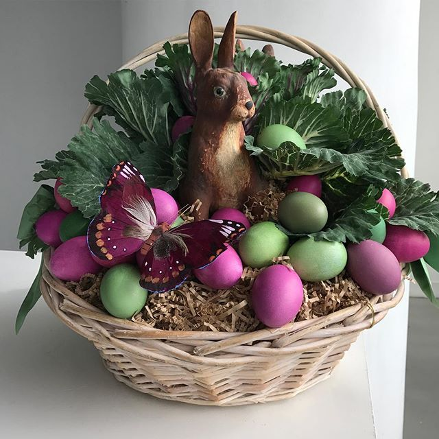 @seenbysharkey has done it again  my annual Easter basket arrived yesterday and it is beautiful!! Thank you Kevin! @easter_baskets #easterdecorations