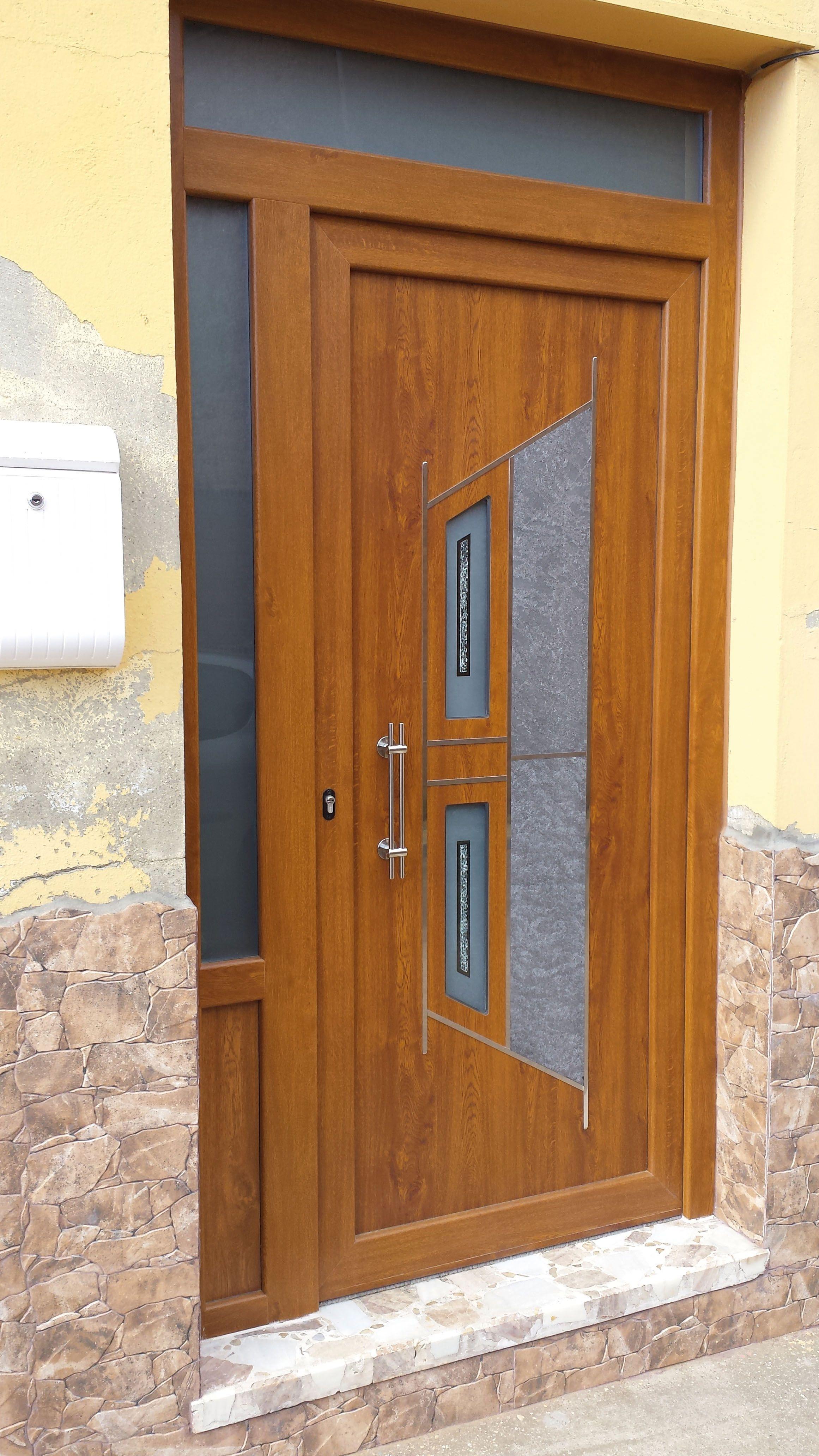 Puerta natura 1 en aluminio foliado roble dorado go 2 for Puertas calle pvc precios