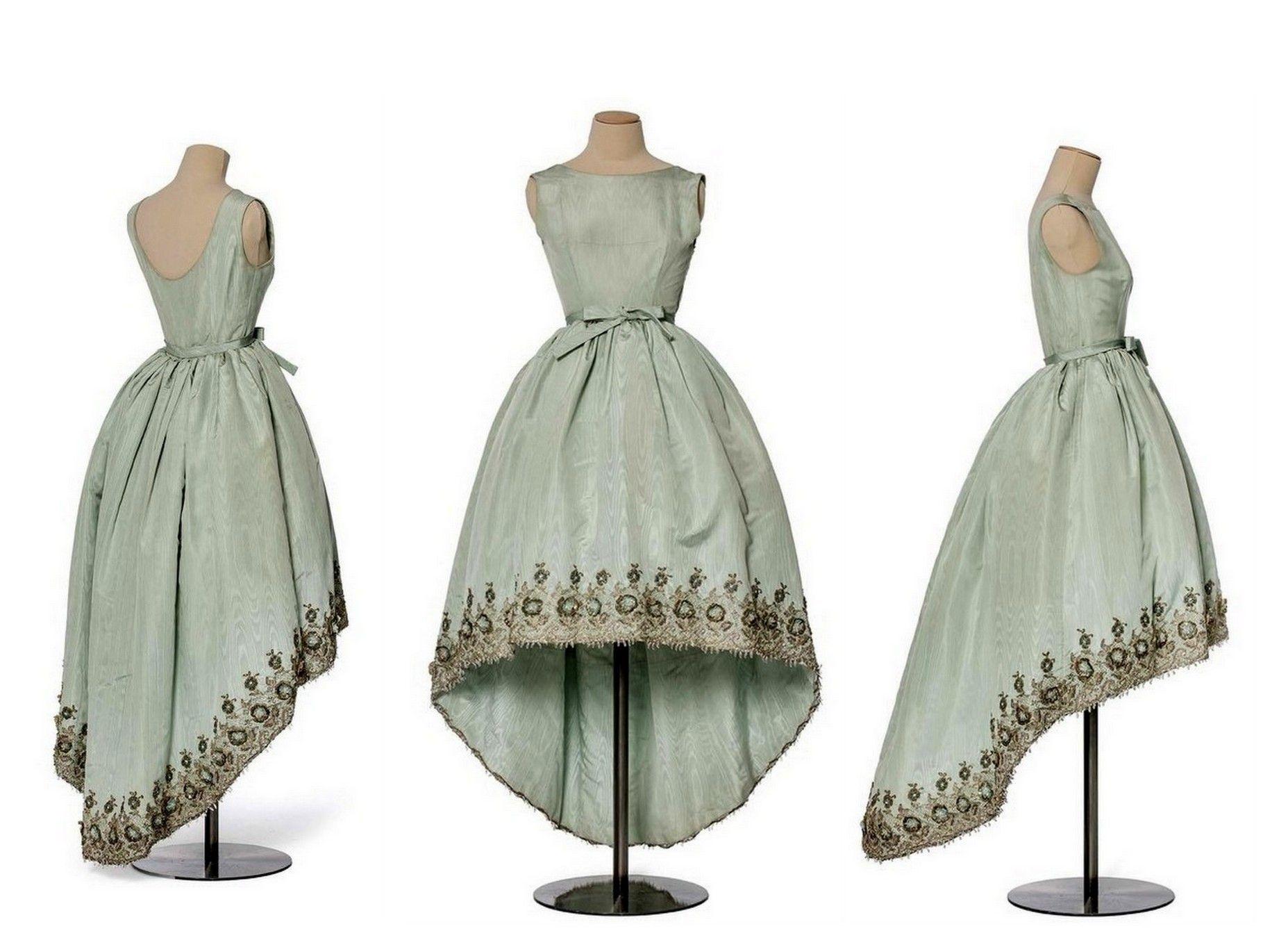 Dispuesto Santuario dinero  3. Balenciaga si ispira al New Look di Dior proponendo, negli anni  cinquanta, quste gonne voluminose e svasa… | Moda de época, Ropa vintage,  Modelos de alta costura
