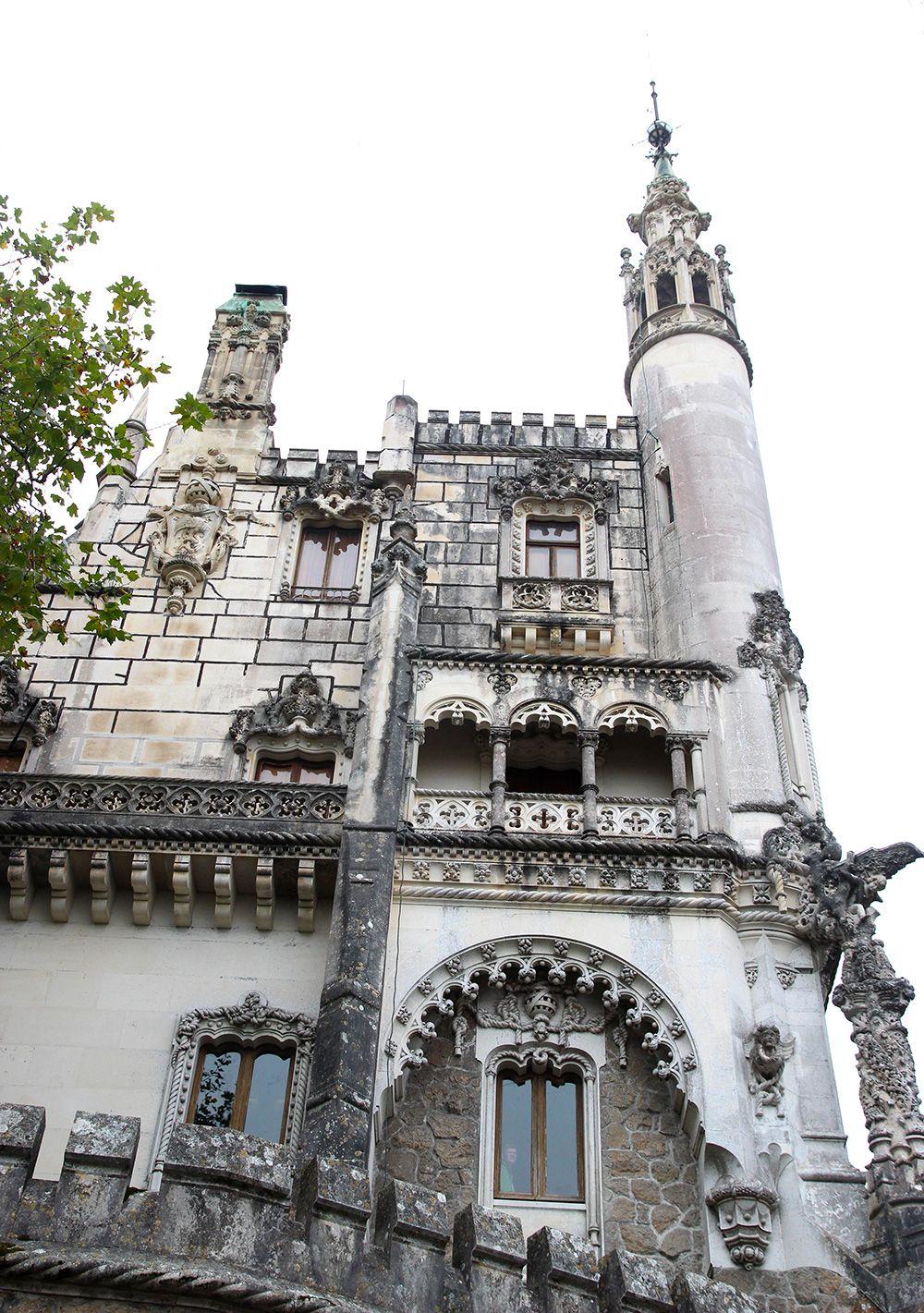 Voici déjà la suite et fin de notrepetit passage à Lisbonne avec troissuperbes lieux qui plairont aux amateurs d'Histoire et de contes de fées. Moi qui adoredécouvrir des châteaux, avoirl'impression magique de voyager dans le temps, je ne m'attendais pas à une telle richesse dans ce type de patrimoine au Portugal – peut-être par manqueLire la suite…