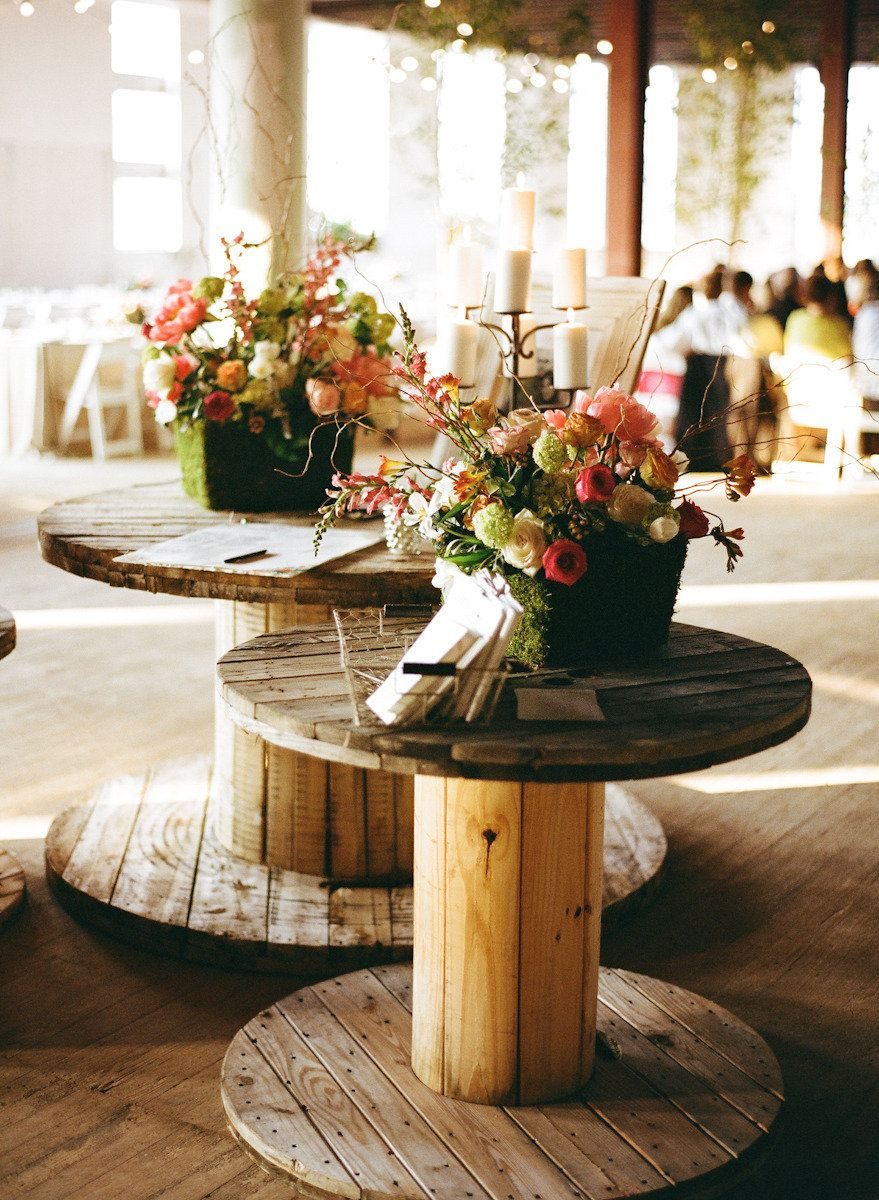Barn wedding cake table ideas  Spool tables  BODA RUSTICA o JARDIN  Pinterest  Spool tables