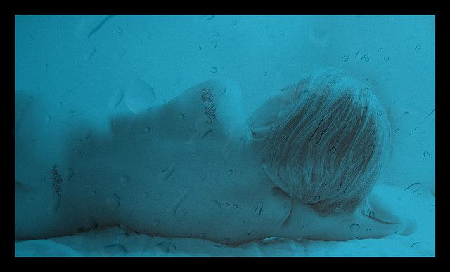 Feels like she's under water