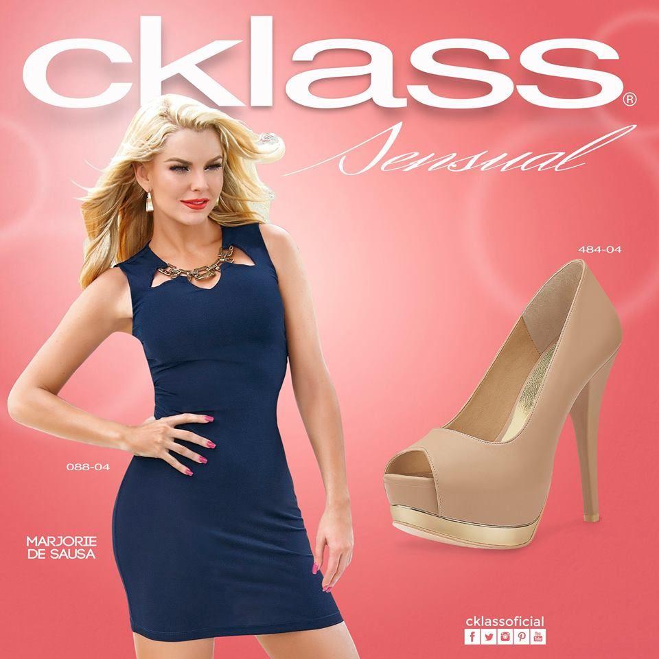 193d38d95 Un vestido azul marino es básico en cualquier clóset