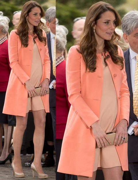 38ee42708 Kate está al tanto de las últimas tendencias y por eso no duda en  introducir los tonos pastel en sus looks de premamá. Nos encanta este en  color melocotón y ...