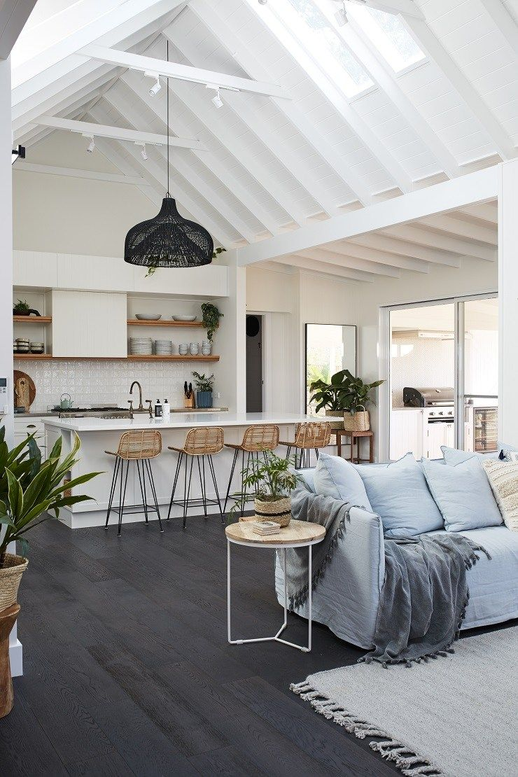 Open floor plan high ceilings, island style, woven light pendant. Kitchen #strandhuis