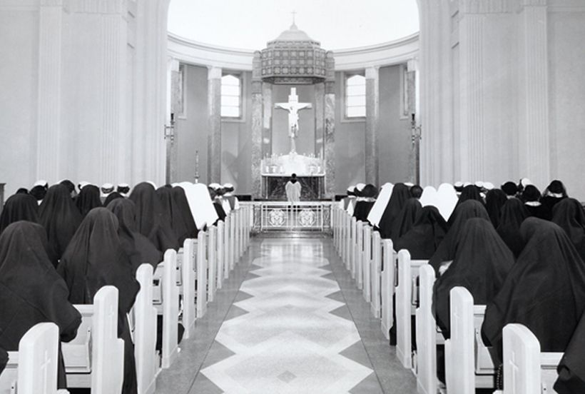 Main Chapel At The Mount St Francis Convent In Mishawaka In The Mid 1950 S Professed Sisters Novices Postulan Bride Of Christ Faith In God Sacred Space