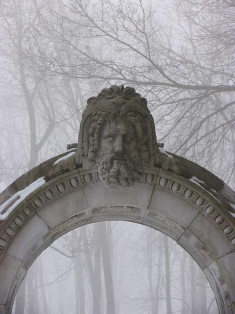 portão orfanato