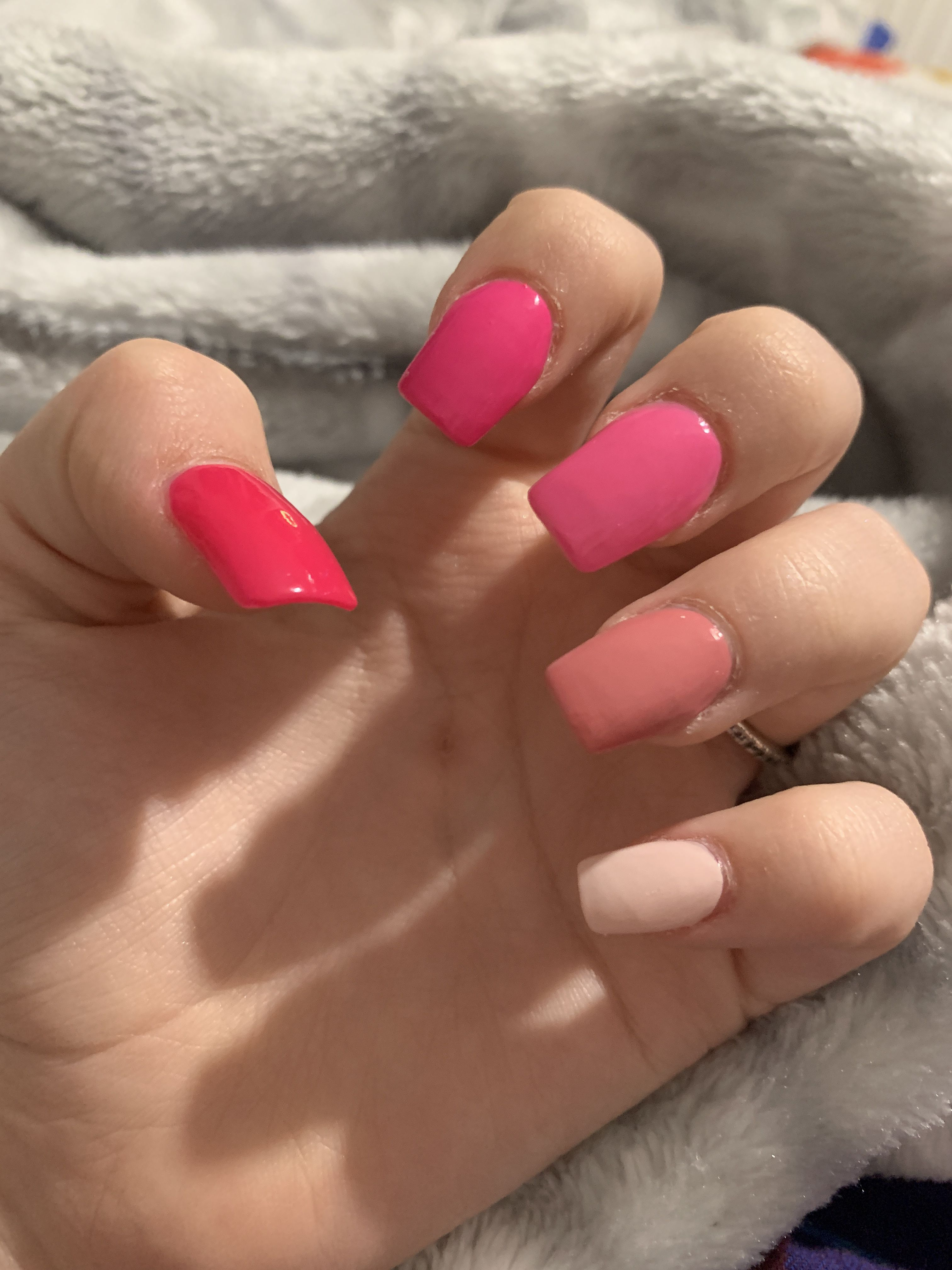 Kylie Jenner S Wears Various Shades Of Pink Nails Kylie Nails Pink Acrylic Nails Pink Nails