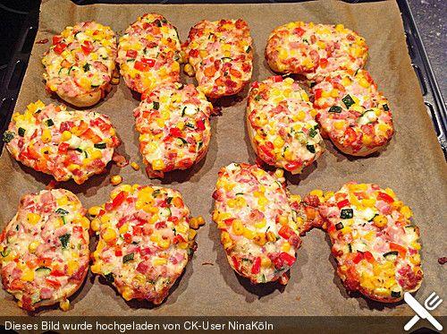 superschnelle pizzabr tchen party rezepte pinterest essen pizza und brot. Black Bedroom Furniture Sets. Home Design Ideas