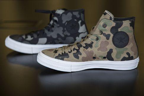 "Bloomberg´s ""Inside Converse´s Design Studio"" - Converse's new Chuck II high-top reflective sneakers."