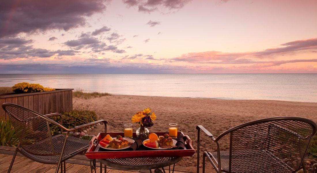 Top Lakeside B&Bs Huron House Bed & Breakfast — Oscoda