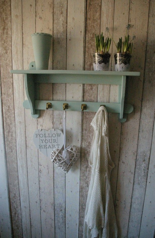 brocante groene kapstok / wandplank, Leuk in een brocante woonkamer ...