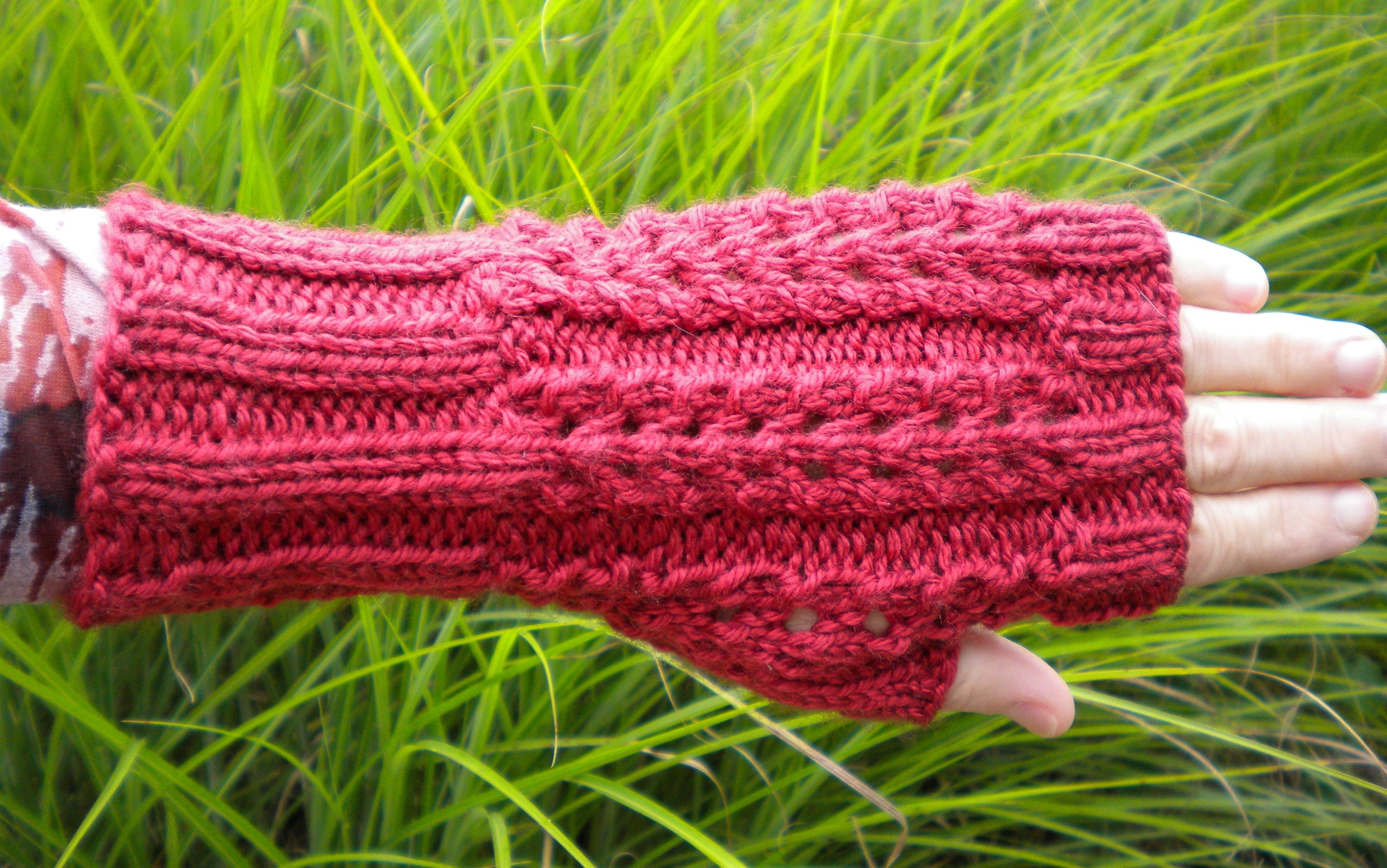 FREE Fingerless Glove Pattern | Knitted fingerless gloves ...