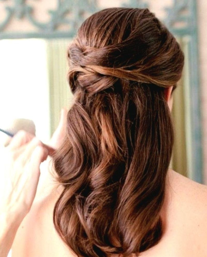 Elegante Hochzeitsfrisur Brautjungfer Wellige Haare Offen
