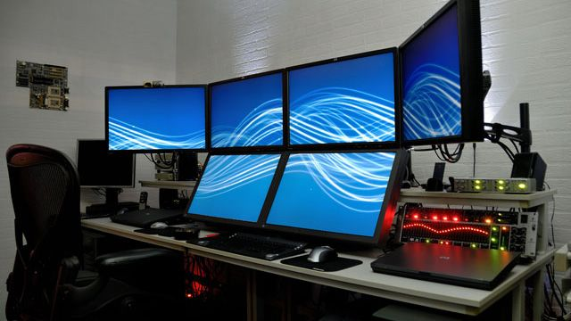 The Craziest Home Desktop Computer Rigs On The Planet Crazy Home Computer Setup Office Setup
