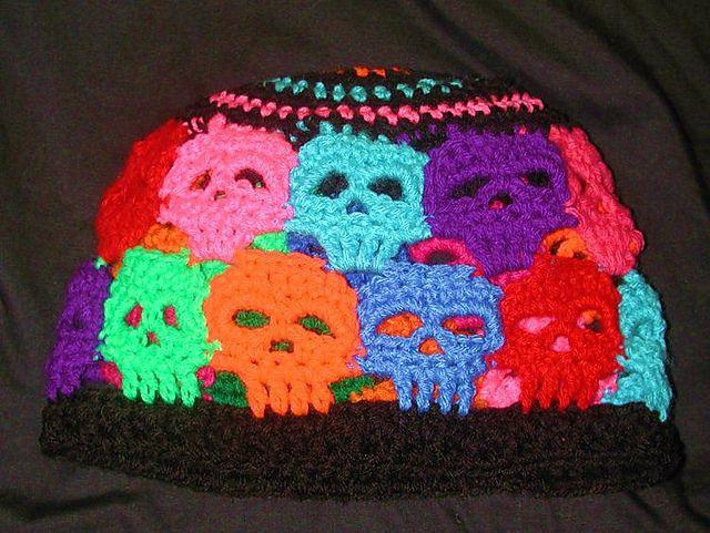 ColorMeCrazy Creepy SKull Beanie pattern by Spider Mambo   Häkeln