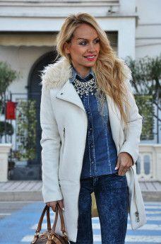 9c7d0701c1 White H&M long coat, skinny jeans, Gas jeans shirt, camicie di jeans ...