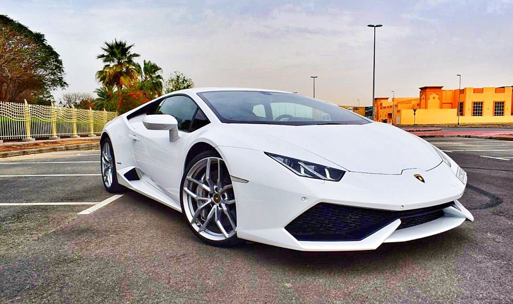 Rent Lamborghini Huracan Dubai From Vipcarrental And Enjoy Luxury And Style As You Cruise Around The Dubai We Sports Cars Luxury Luxury Car Rental Car Rental