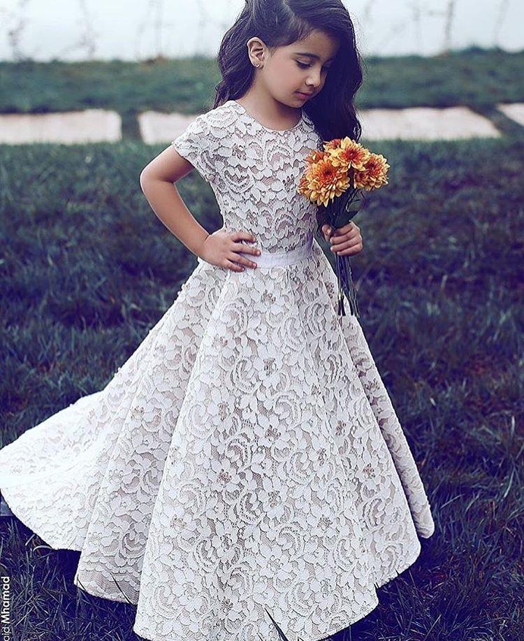 Lindíssima ! 😍😍😍 . #universodasnoivas #noiva #weddings #wedding #weddingday #weddingdress #casamento #casamentos #vestido #vestidos #noiva2017 #vestidodenoiva #make #makeup #maquiagem