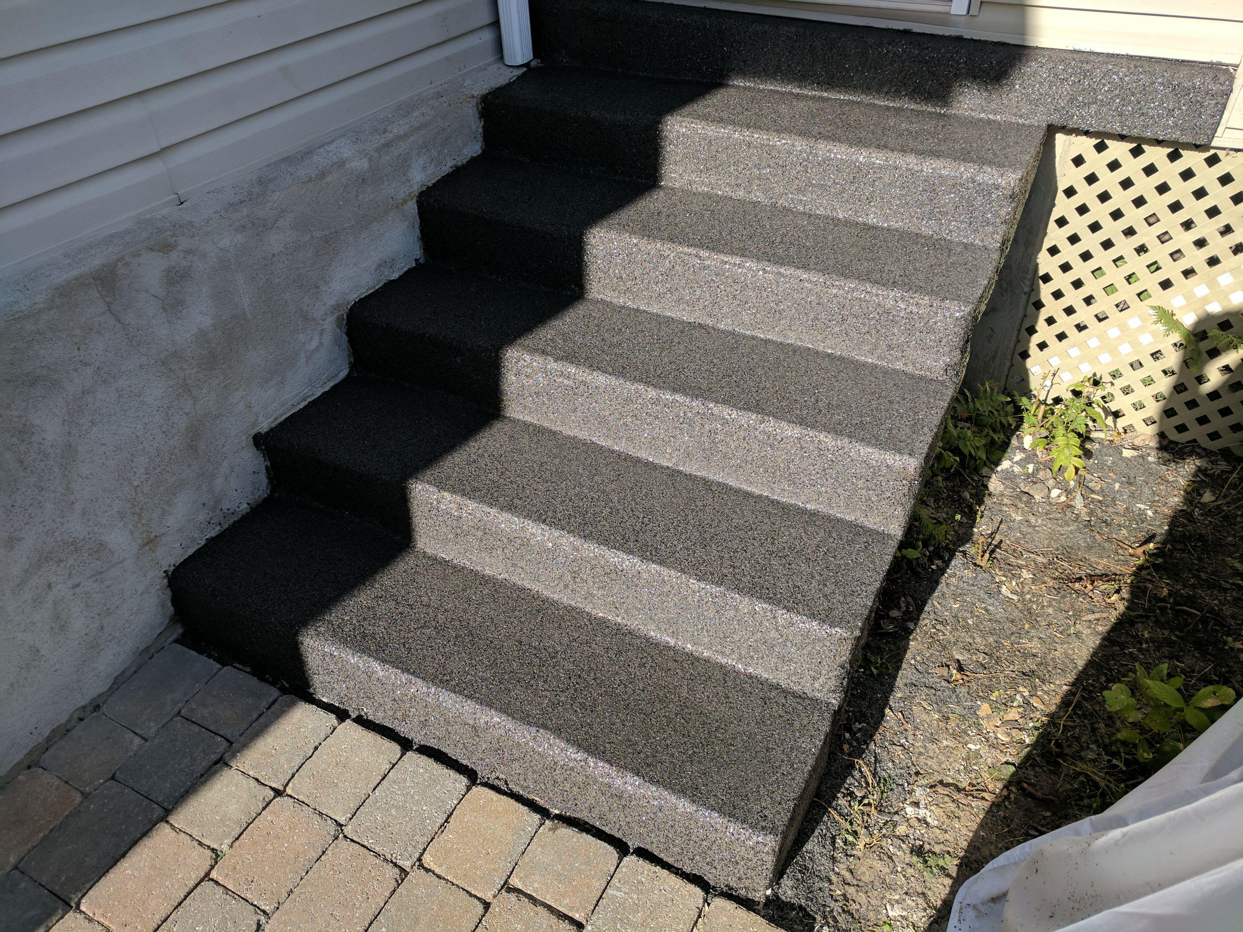 Des Escaliers Exterieurs Resistants Aux Intemperies Grace A Une Revetement En Beton Stair Stairs Concrete Concretefloor Surface Home Decor Stairs Decor