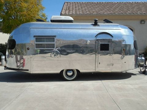 Aluminum Travel Trailers >> Pin On Vintage Campers