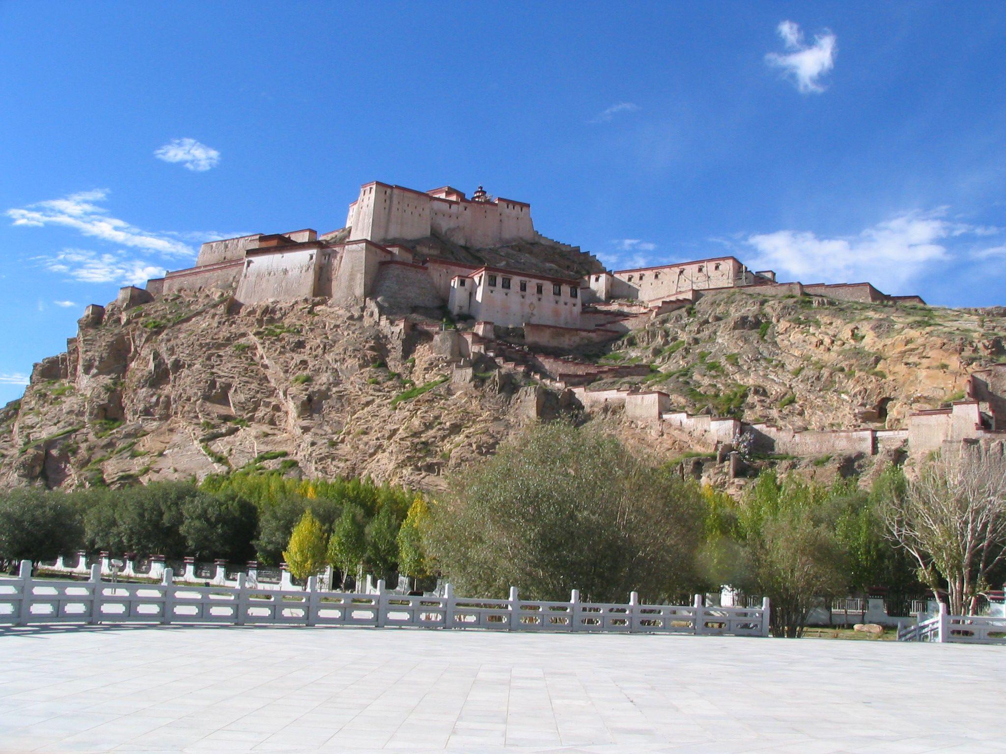 """Gyangze Dzong"" Tibet  ギャンッエ城 チベット"