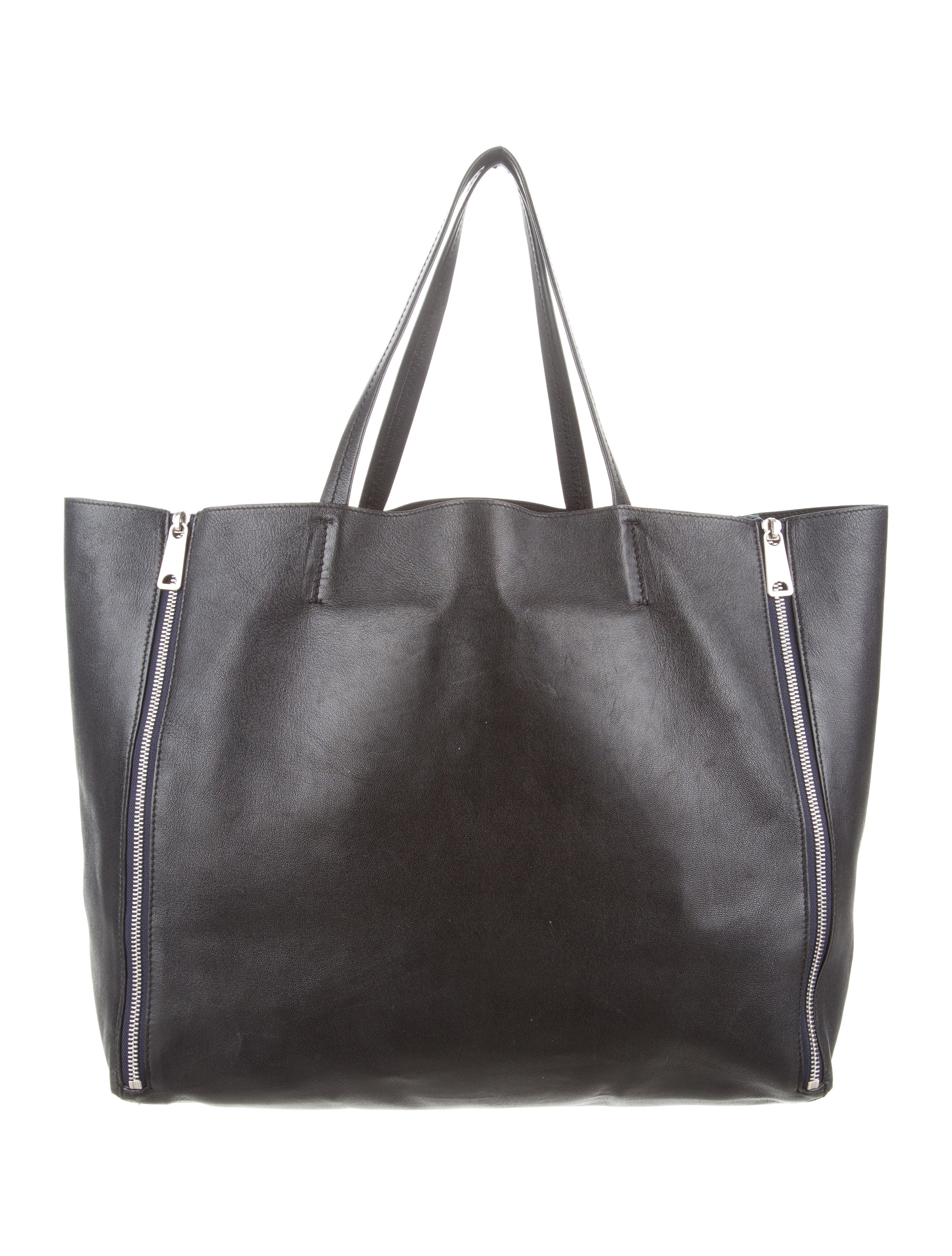 From the 2012 Collection by Phoebe Philo. Black leather Céline Horizontal Gusset  Cabas Tote with 33a9021375b5c