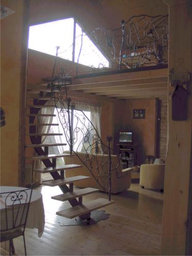 escalier mono poutre et rampe tordue escalier m tal. Black Bedroom Furniture Sets. Home Design Ideas