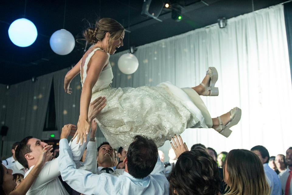 Follow us! Pinterest:https://www.pinterest.com/lupinovias/ Fb:https://www.facebook.com/lupi.maurette Instagram: @lupimaurette www.lupimaurette.... #love #bride #bridal #vestidodenovia #lupimaurette