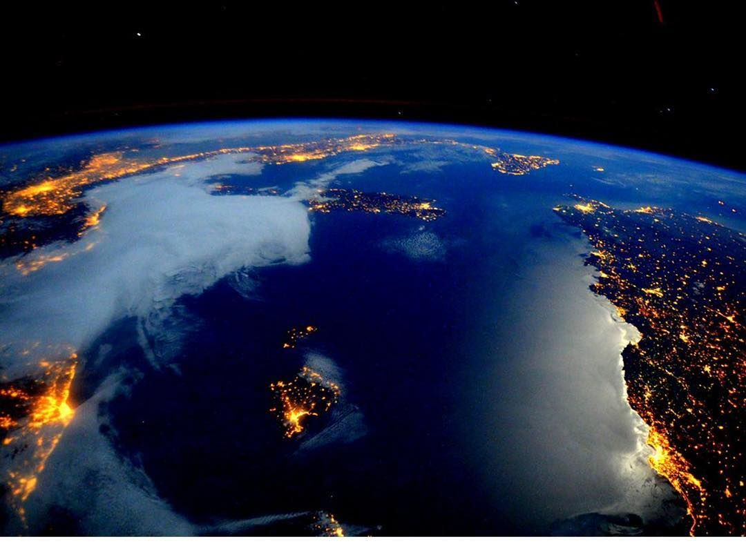 Earth is beautiful! NASA astronaut Scott Kelly (@StationCDRKelly ...