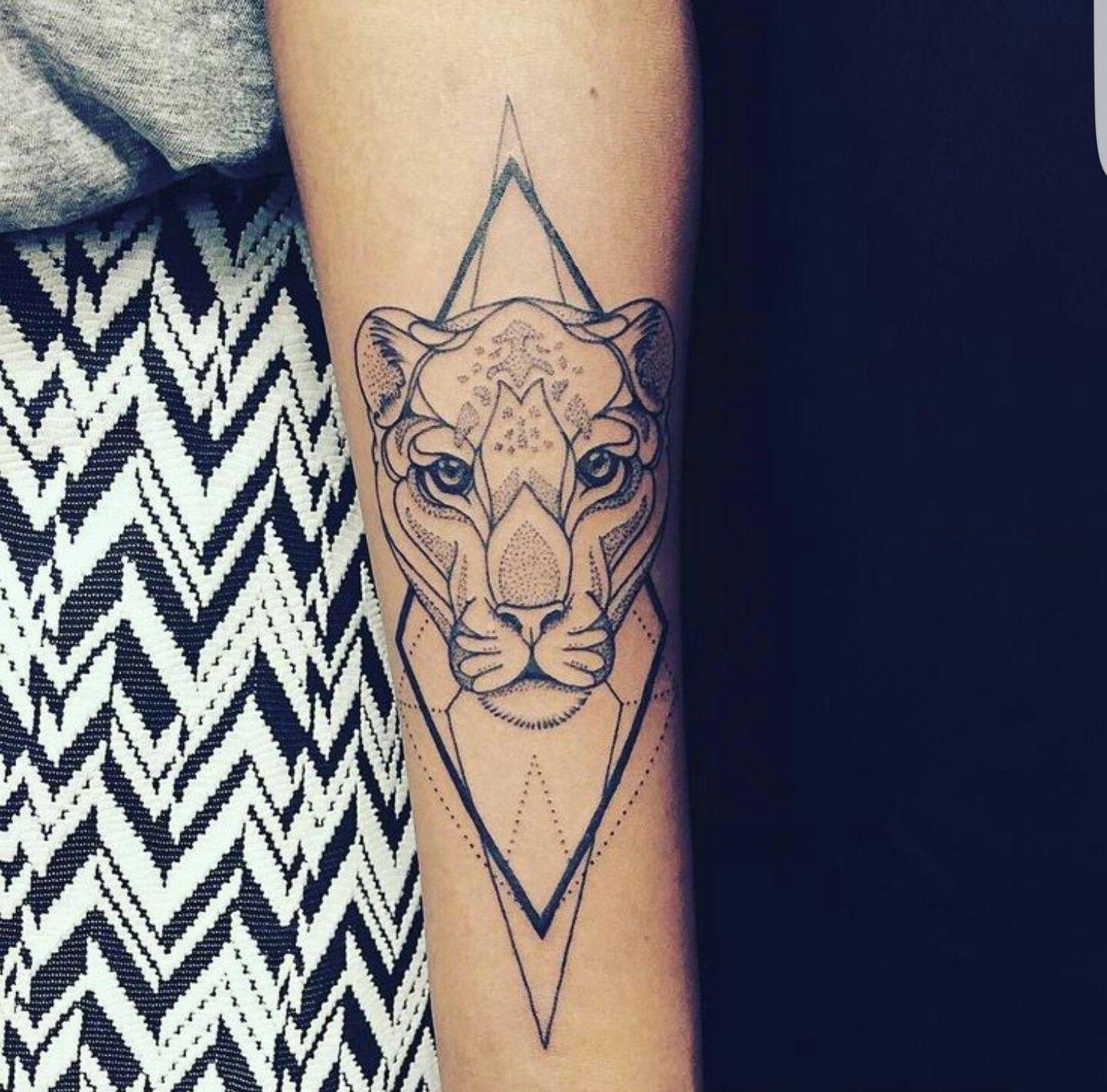 pingl par leonierandria sur tatouages tatouage tatouage lion et tatouage bras. Black Bedroom Furniture Sets. Home Design Ideas