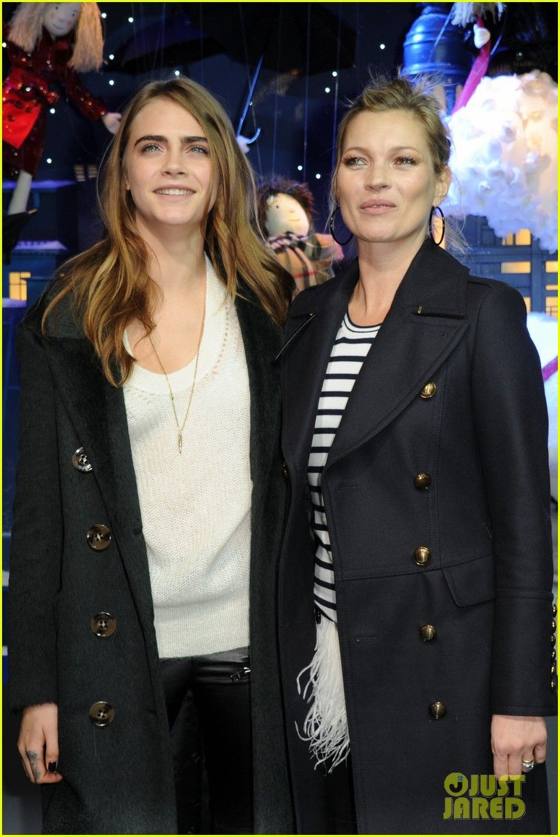 cara delevingne kate moss christmas unveiling 09 Cara Delevingne gets herself into the holiday spirit at the opening of the Mullberry Christmas window shop at the French department store, Printemps.    The 22-year-old…