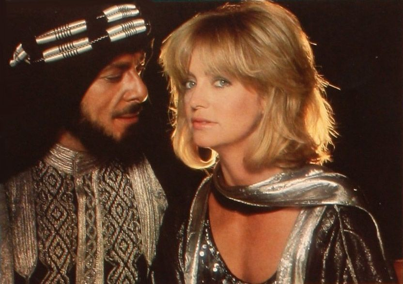 Goldie Hawn with Richard Romanus in Protocol (1984) | Goldie hawn ...