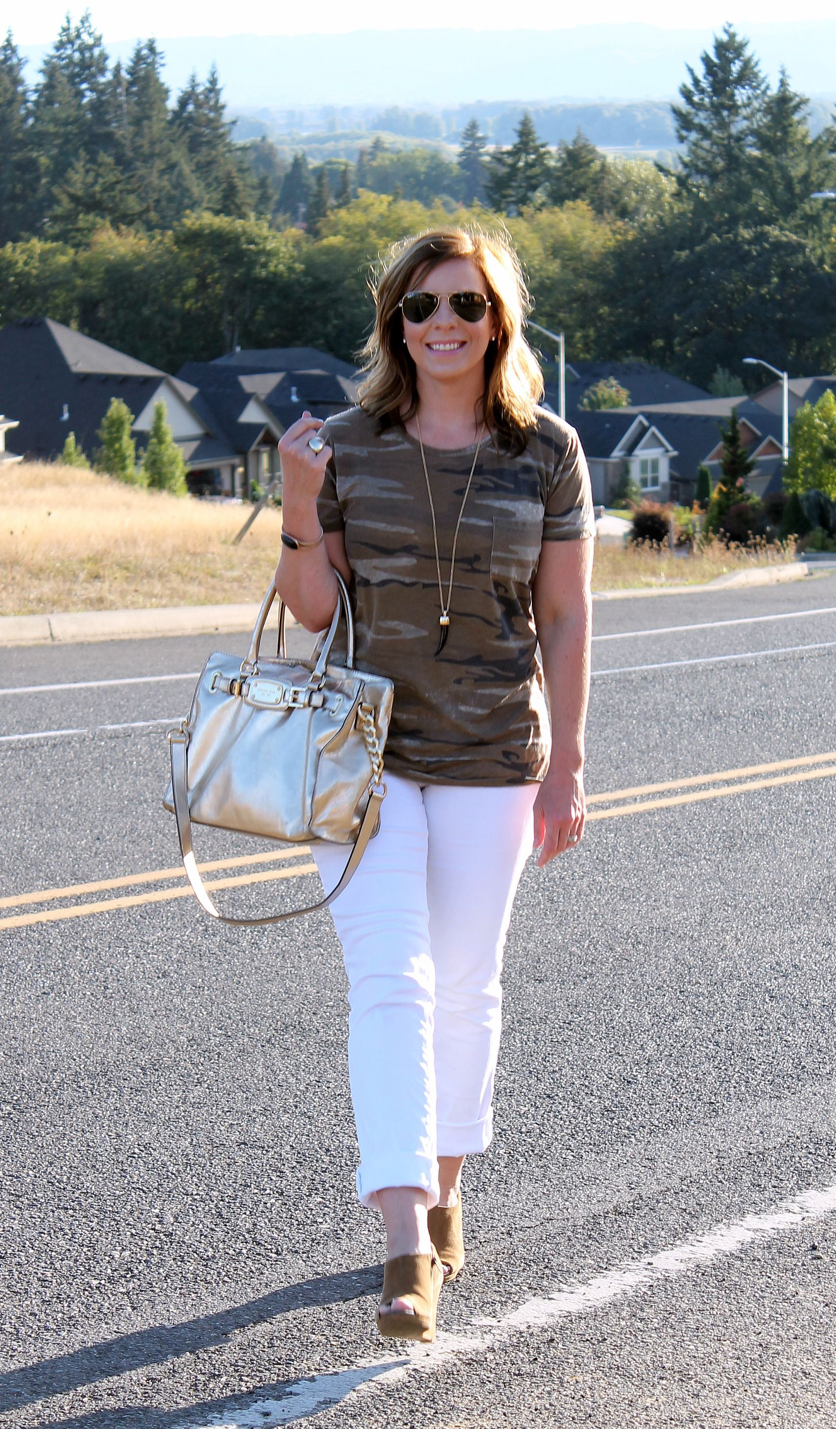 Need a perfect fall outfit? White Jeans and Camo