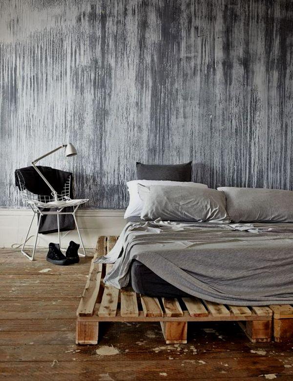 Une chambre avec des coulures de peinture au mur et un lit en - peindre un mur en bois