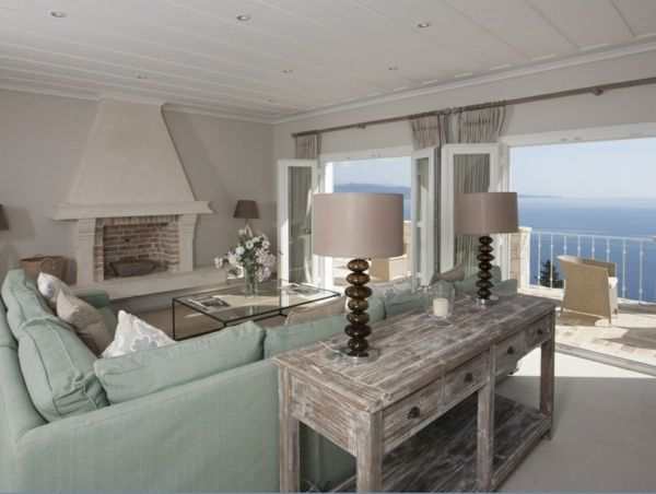 Vintage wohnideen wohnzimmer  Wohnzimmer hell grüner Sofa Vintage Beistelltisch Holz Kamin ...