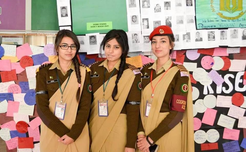 Pak Army Lady Pics: Army Medical College Female Cadets