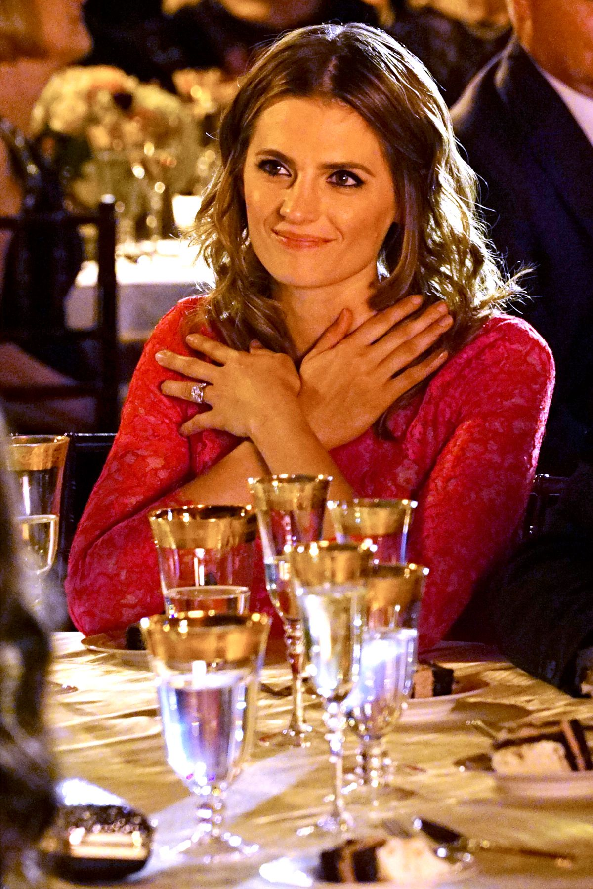 Stana Katic Officially Returning For Castle Season 8 Filme Serien Schauspieler Schauspieler Innen