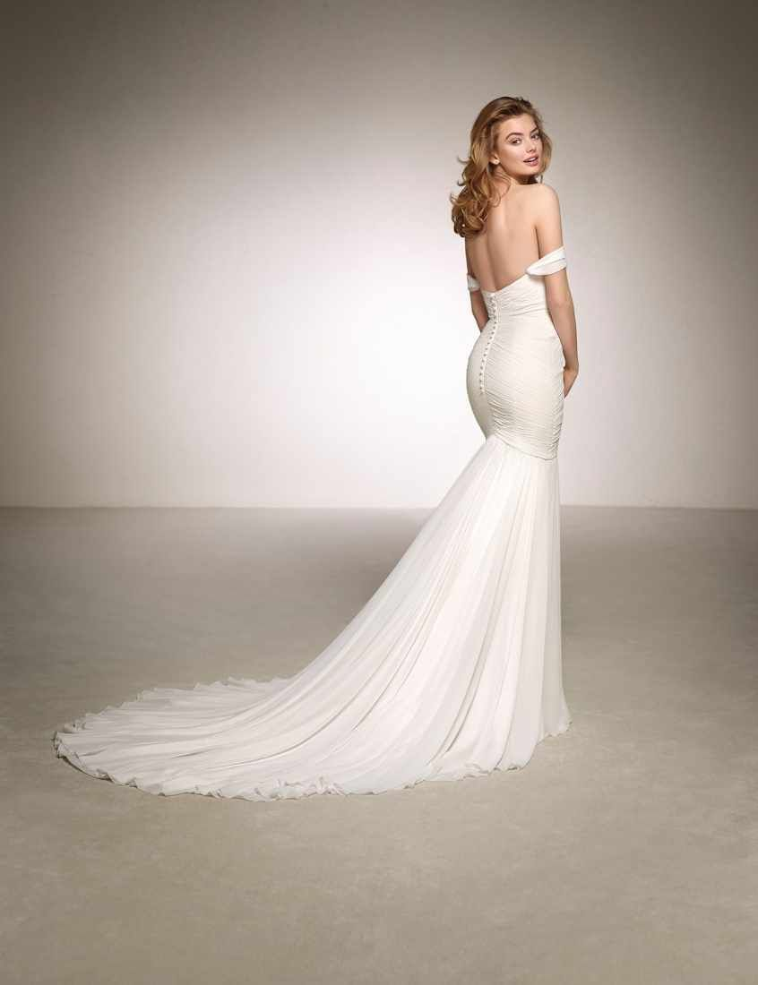 b4a68bc05d1 Wild Love – The New Atelier Pronovias And Pronovias 2018 Collections ...