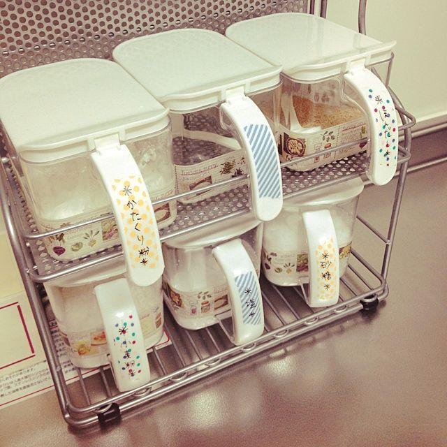 女性で、4LDKのmt/キッチンについてのインテリア実例を紹介。「mt展でお買い上げした食材とかレシピとかのmtでリメイクしてみたー( ´•౪•`)」(この写真は 2014-03-11 20:27:56 に共有されました)