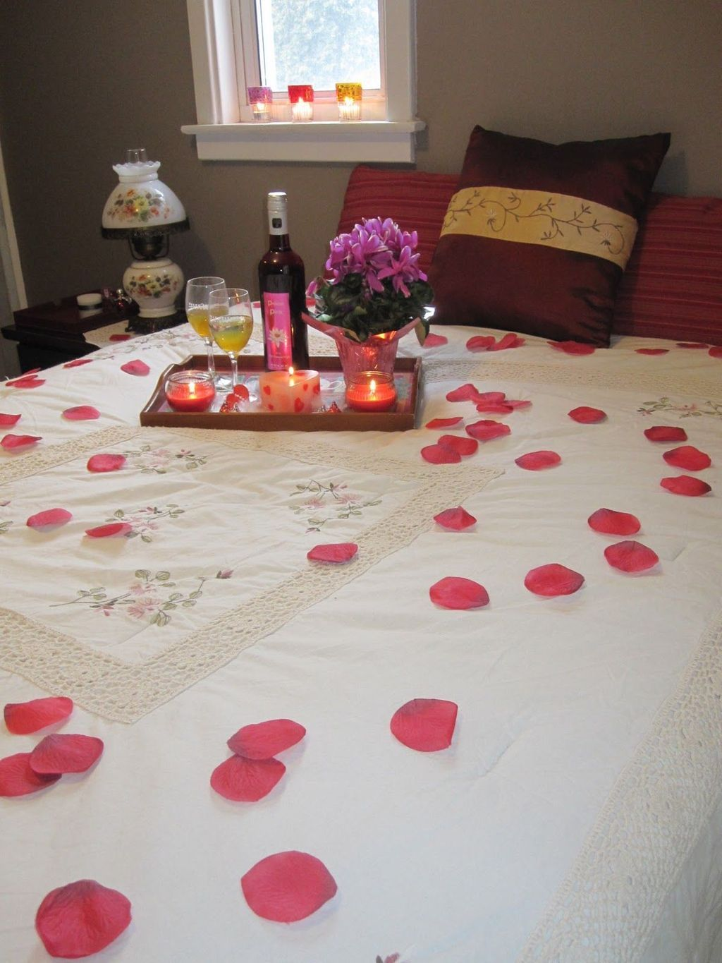 Romantic Bedroom At Night: 20+ Lovely Bedroom Decoration Ideas For Valentines Day