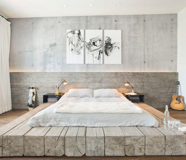 Quinze lits design fabriqués en bois massif à laspect peu fini et brut qui peuvent apporter une autre dimension à la décoration intérieure dune chambre