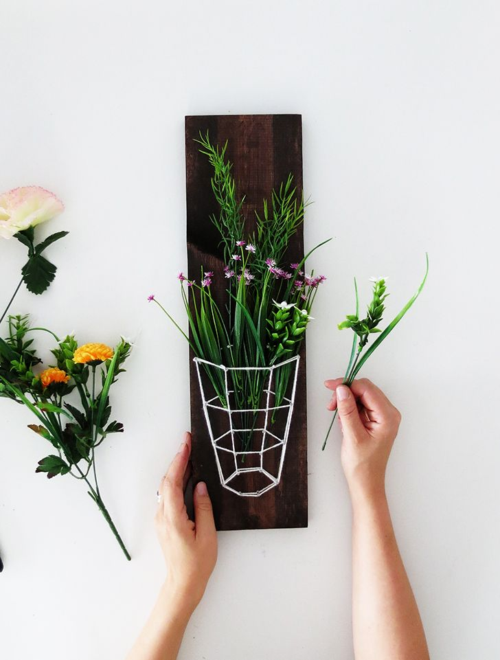 How to create a flower decor with yarn