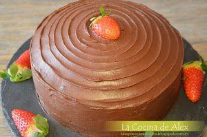 ¿Qué pasa si a la tarta de zanahoria tradicional le damos un plus de chocolate? Que obtenemos esta espectacular tarta que nos traen desde el blog LA COCINA DE ALEX.