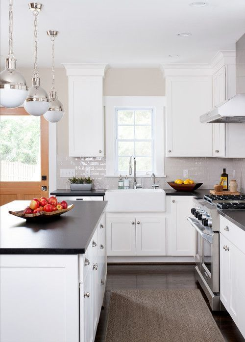 Modern Farmhouse Black and White Kitchen Ideas - Black kitchen countertops, Small kitchen countertops, White modern kitchen, Replacing kitchen countertops, White shaker cabinets, Quartz kitchen countertops - Come check out these inspiring modern farmhouse black and white kitchen ideas! These ideas will show you some fabulous ways to incorporate classic black and white into your kitchen  Don't miss them!