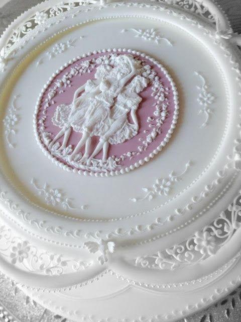 Cameo Cakes and Cookies ~ Donatella Semalo