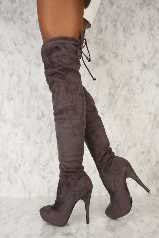 Pin di Kylie su Stivali con tacco   Stivali con tacco