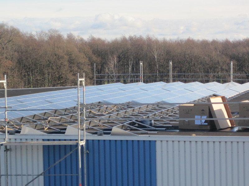 Köhler Bedachungen montage einer großen photovoltaikanlage auf flachdach durch die