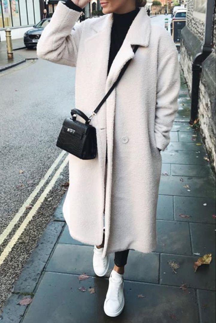 photos officielles 3304d dd393 Mode femme tendance automne/hiver avec un long manteau blanc ...